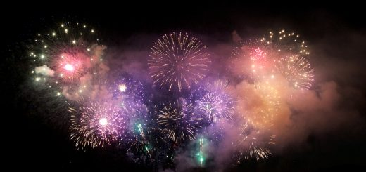 Fireworks By Fieldington at English Wikipedia, CC BY-SA 3.0, https://commons.wikimedia.org/w/index.php?curid=28678368